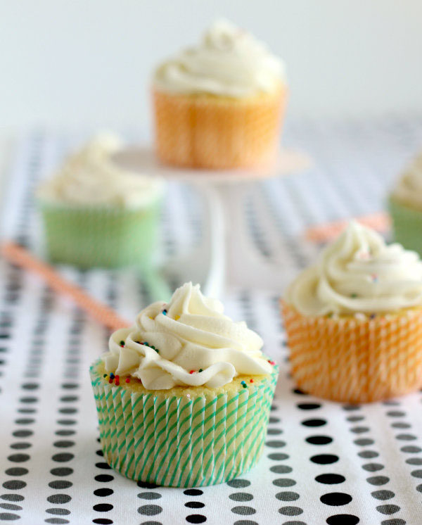 vanilla-cupcakes-surprise-inside-600
