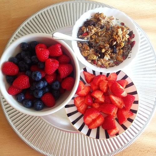 frutas vermelhas lanche