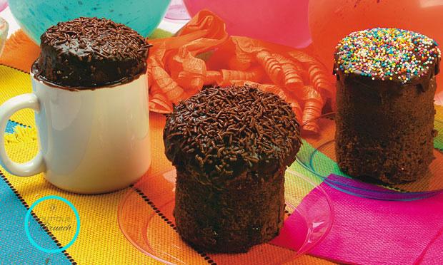Bolos de Chocolate, feito dentro de uma caneca.